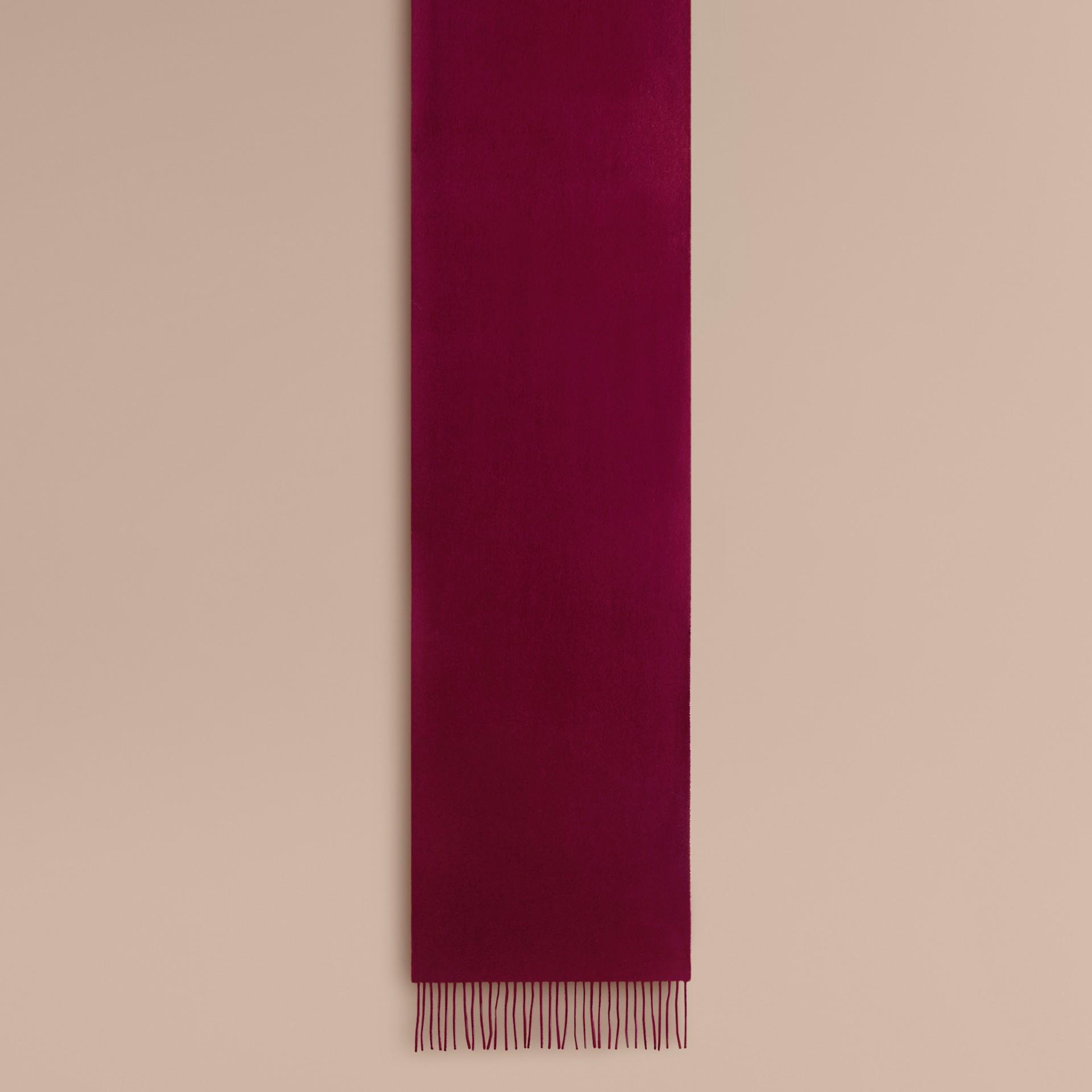 Cachecol clássico de cashmere (Ameixa) | Burberry - galeria de imagens 2