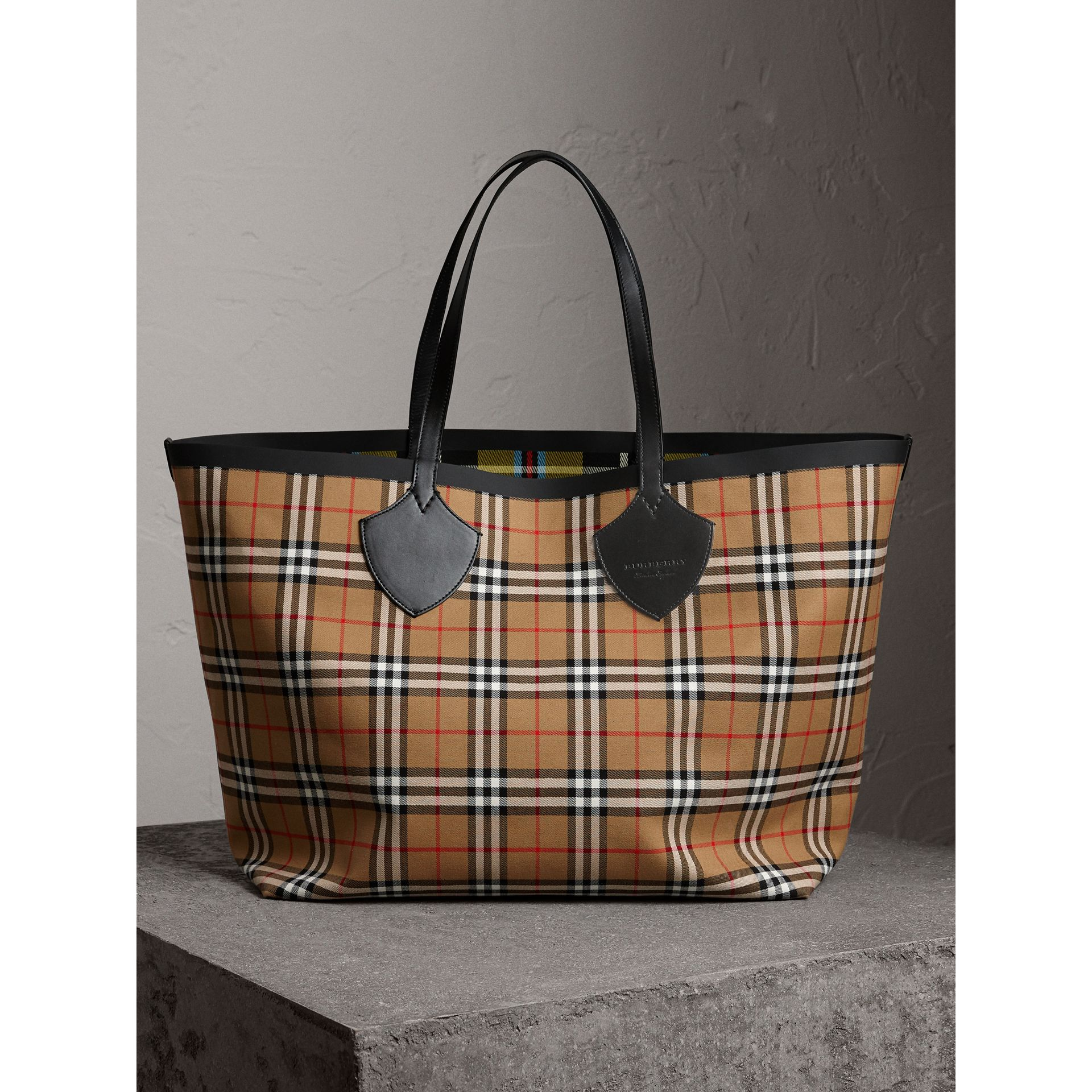 Sac tote The Giant réversible en coton à motif Vintage check (Jaune Antique) | Burberry - photo de la galerie 1