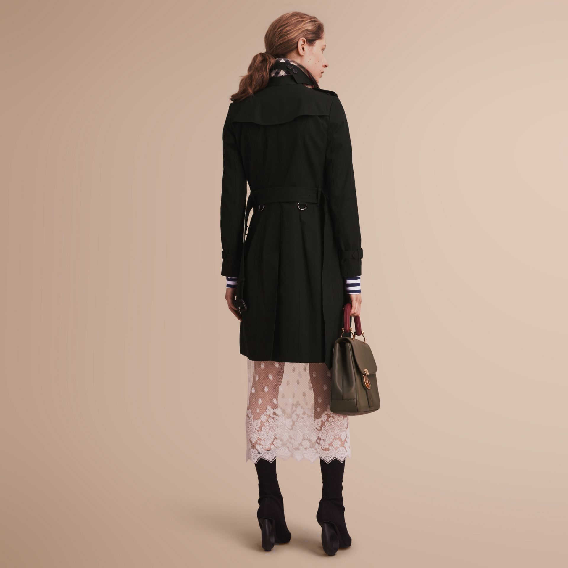 The Chelsea – Long Heritage Trench Coat in Black - Women | Burberry - gallery image 3