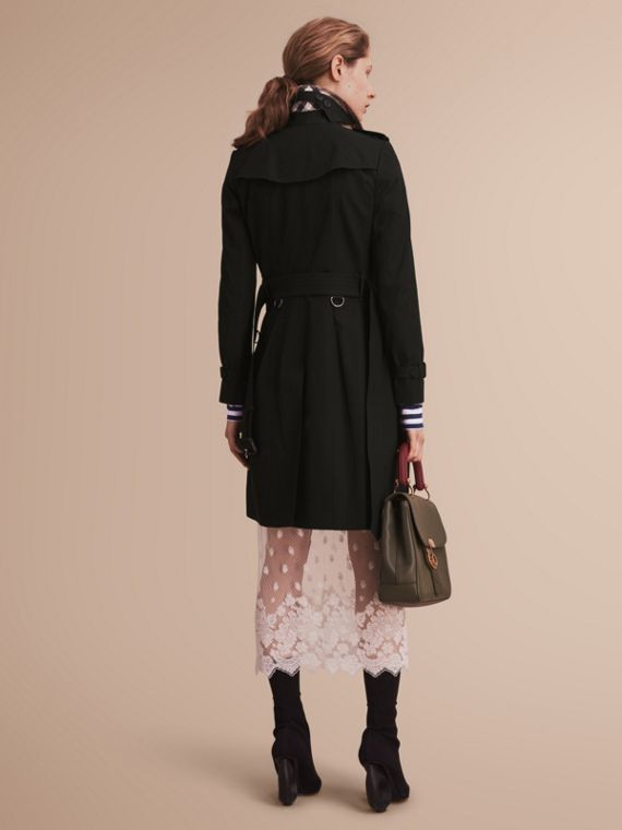 The Chelsea – Long Heritage Trench Coat in Black - Women | Burberry - cell image 2