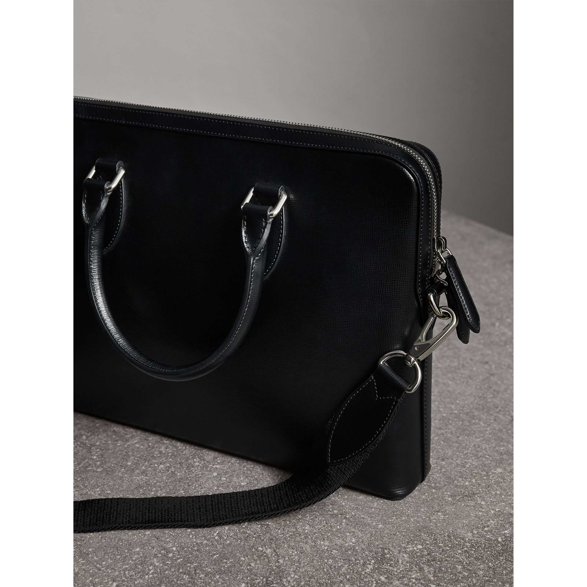 Sac The Barrow fin en cuir London (Noir) - Homme | Burberry Canada - photo de la galerie 2