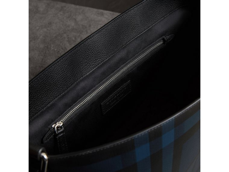 Large London Check Messenger Bag in Navy/black | Burberry Hong Kong - cell image 4