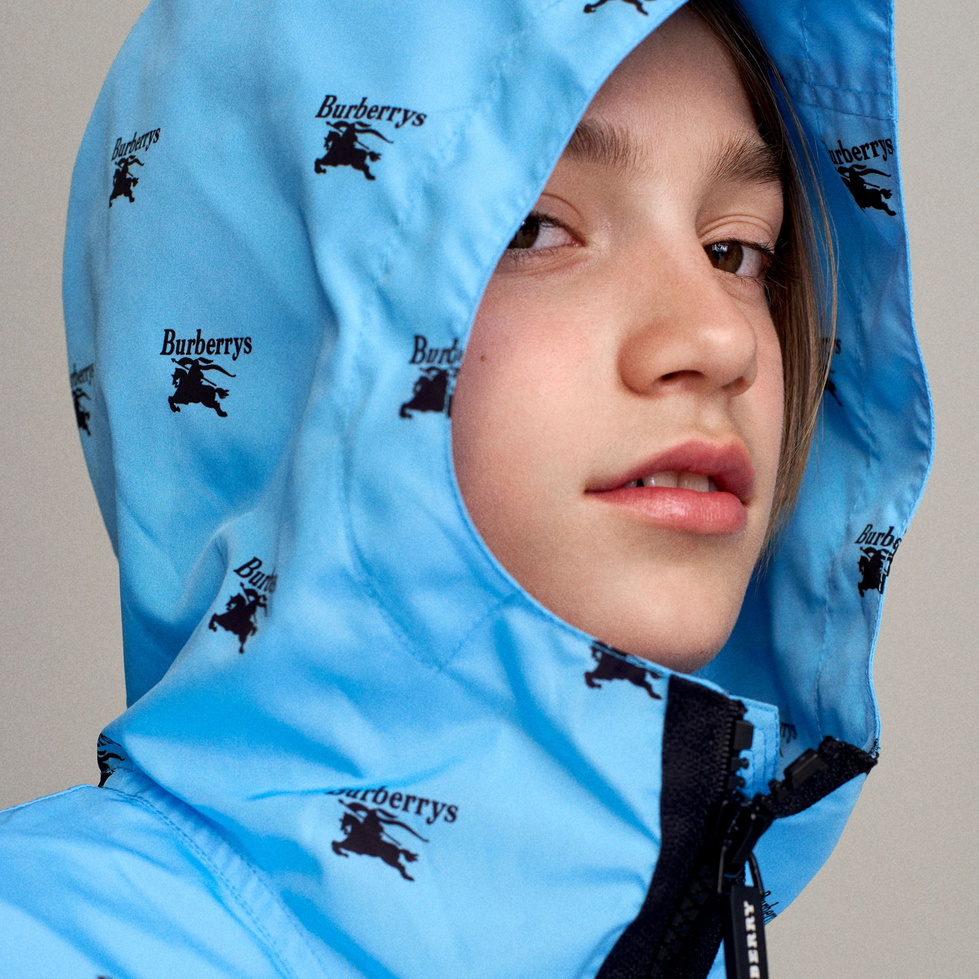 Archive Logo Print Lightweight Hooded Jacket in Sky Blue | Burberry - gallery image 1