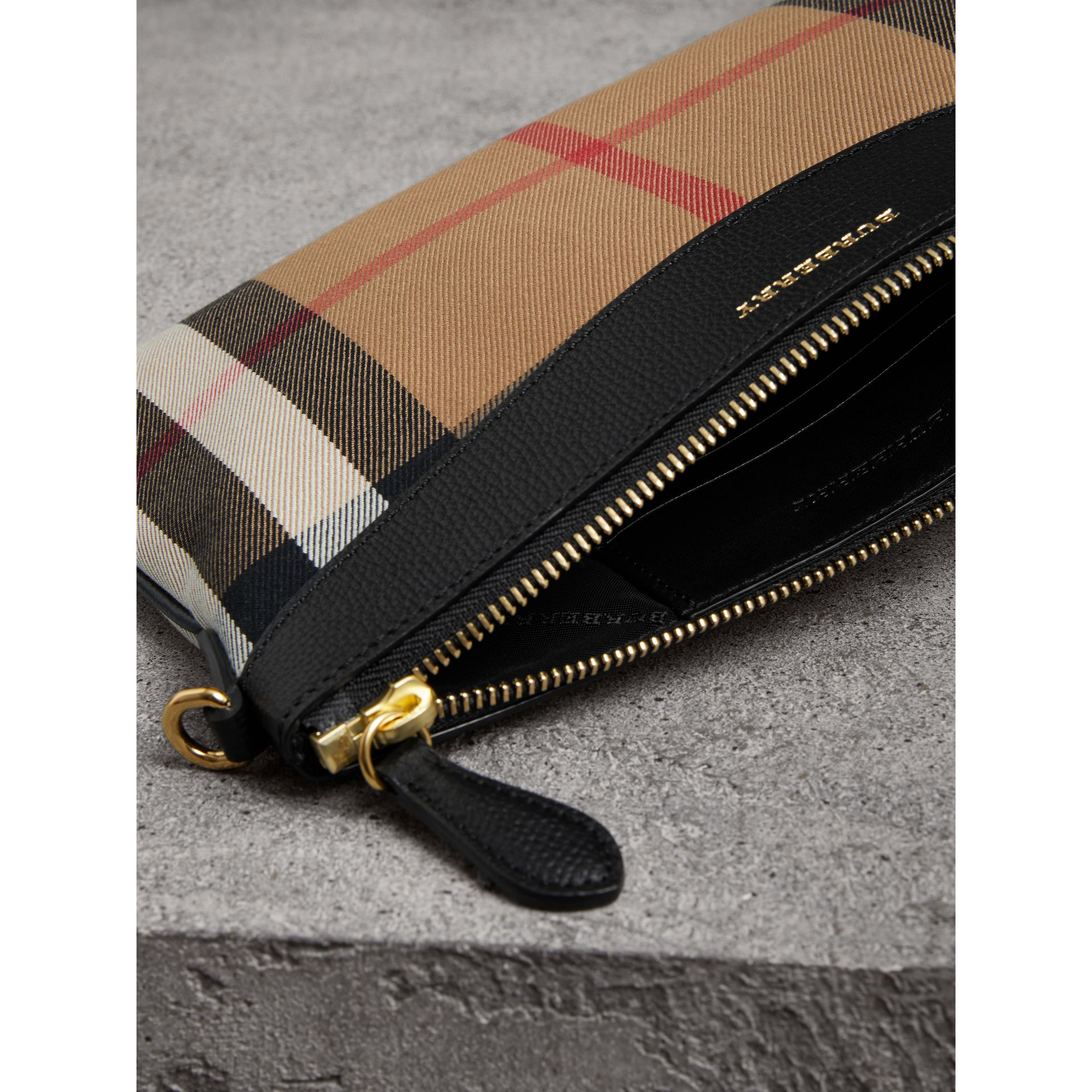Clutch en coton House check et cuir (Noir) - Femme | Burberry Canada - photo de la galerie 4
