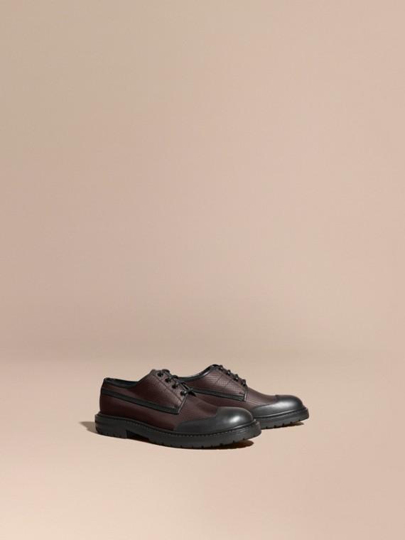 Sapatos Derby com estampa xadrez texturizada e detalhes de couro Marrom Escuro