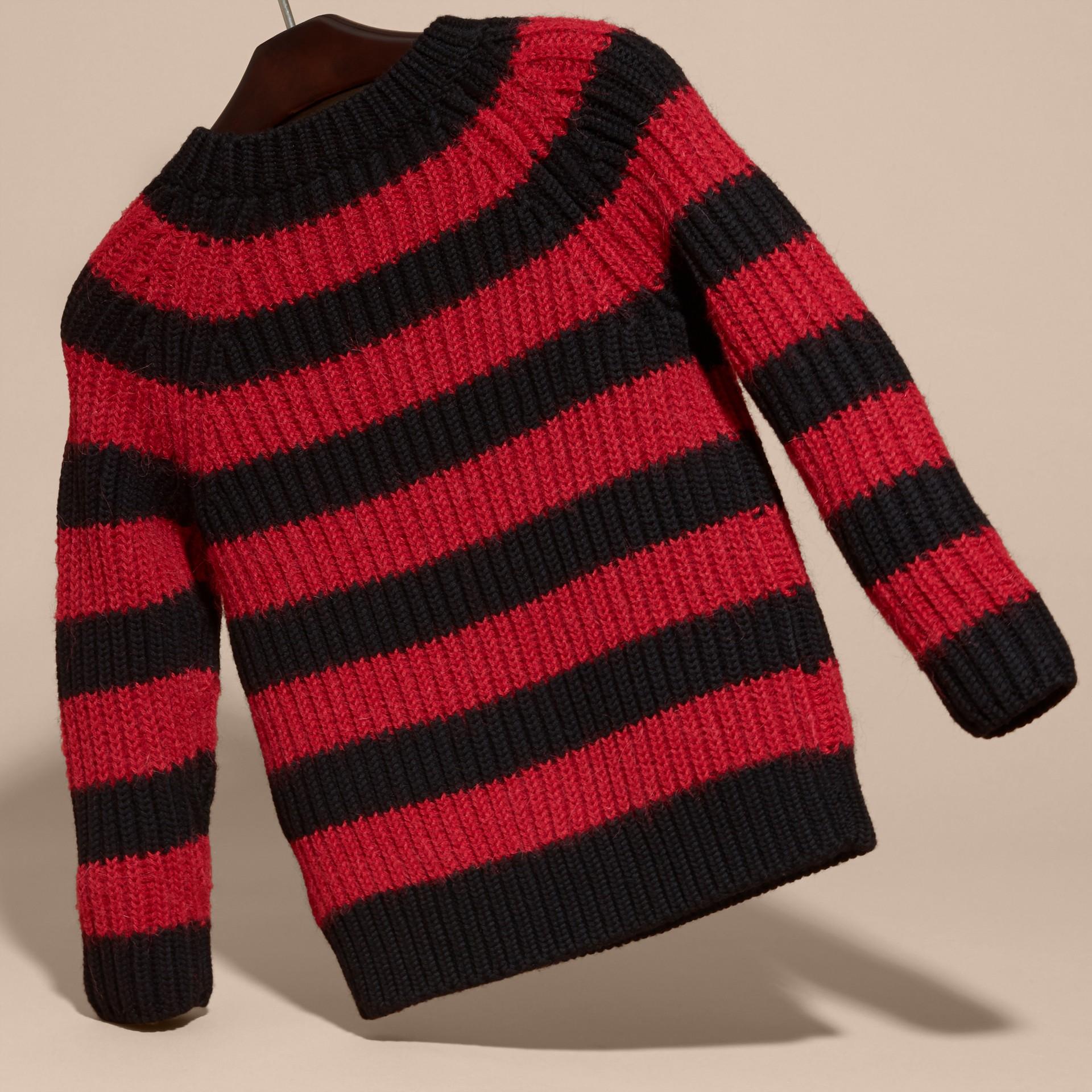 Rouge parade Pull rayé en laine mérinos et laine d'alpaga mélangées - photo de la galerie 4