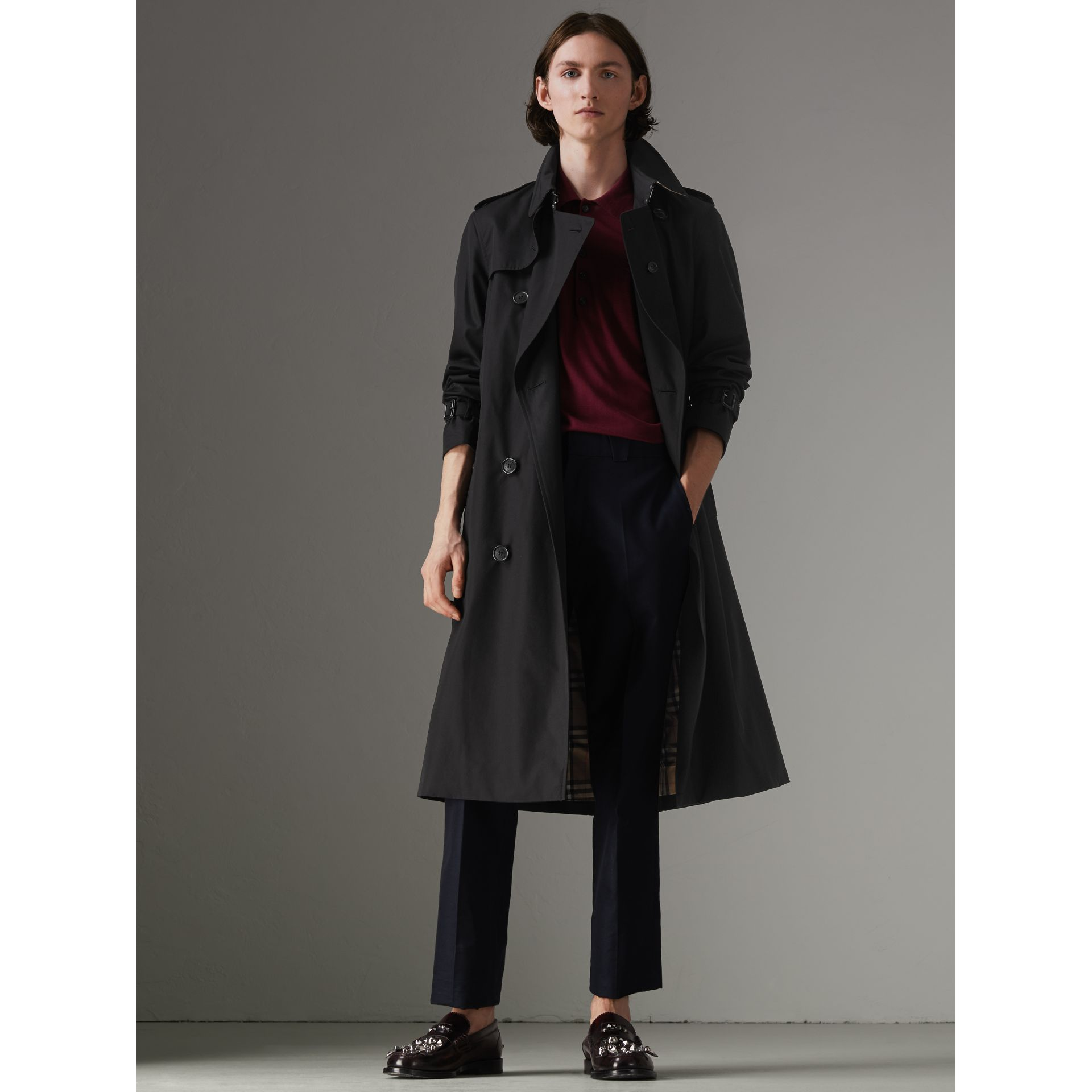 The Long Chelsea Heritage Trench Coat in Black - Men | Burberry - gallery image 9