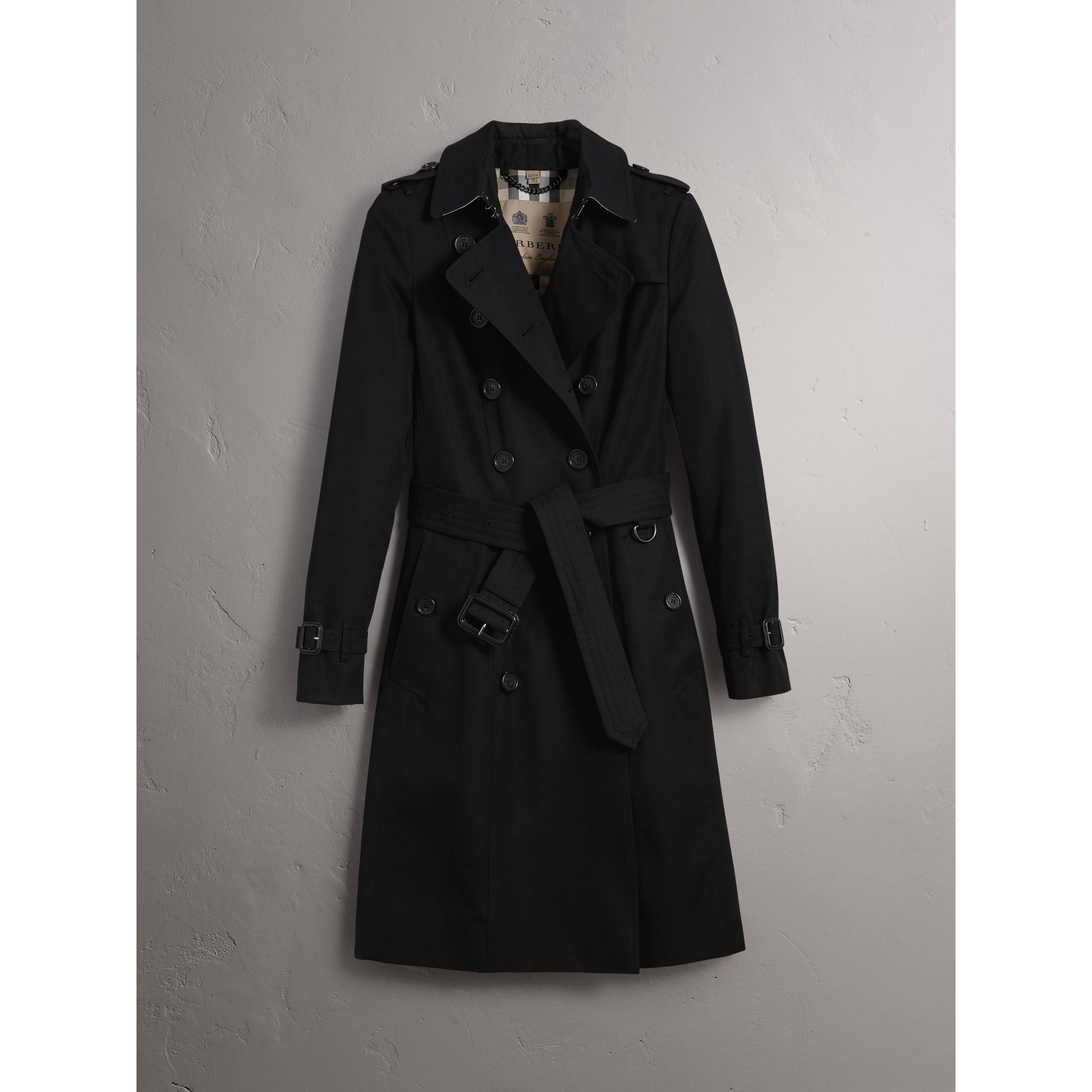 The Chelsea – Long Trench Coat in Black - Women | Burberry - gallery image 4