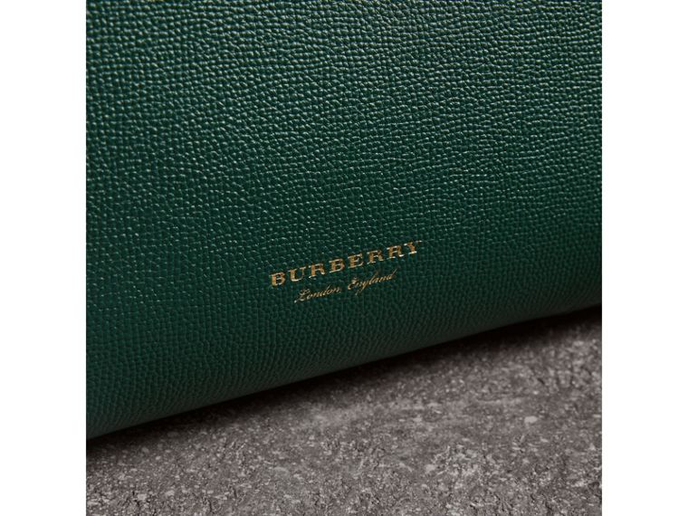 The Medium Banner aus Leder mit Brogue-Detail (Seegrün) - Damen | Burberry - cell image 1