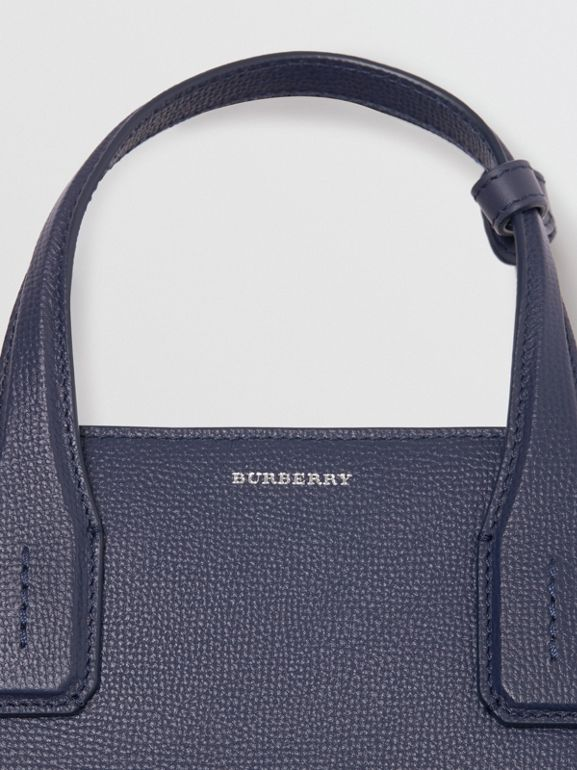 The Banner media in pelle con tracolla e occhielli (Blu Reggenza) - Donna | Burberry - cell image 1