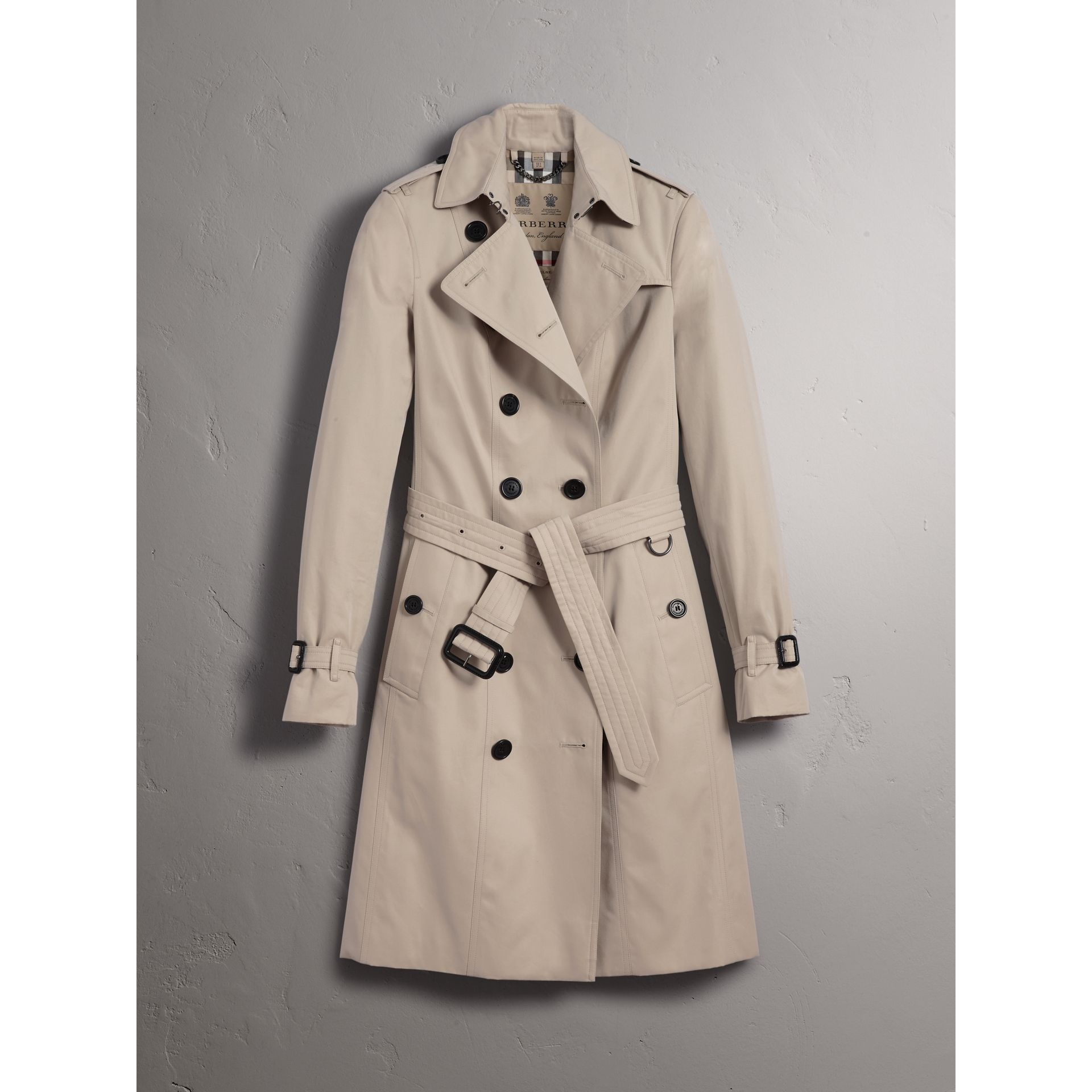 The Sandringham – Long Trench Coat in Stone - Women | Burberry United Kingdom - gallery image 4