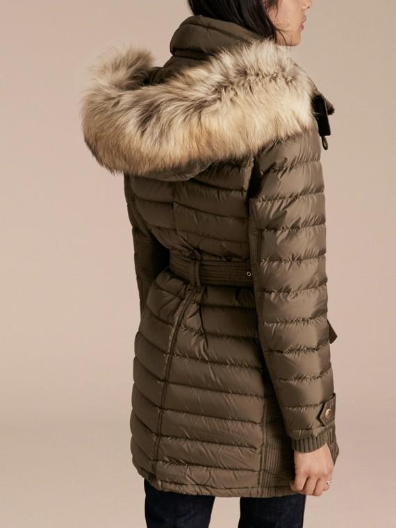 Parka aderente imbottito con finitura in pelliccia - Donna | Burberry - cell image 2