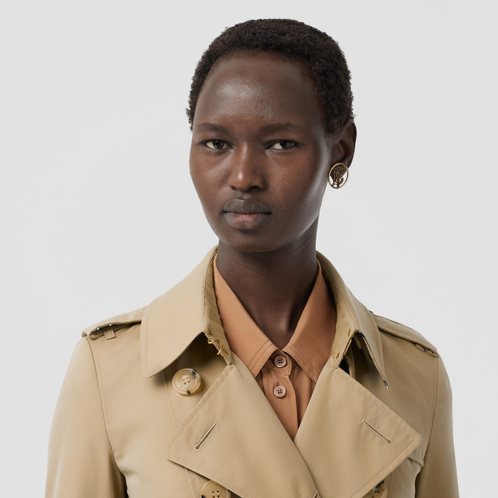 The Long Chelsea Heritage Trench Coat in Honey - Women | Burberry - gallery image 11