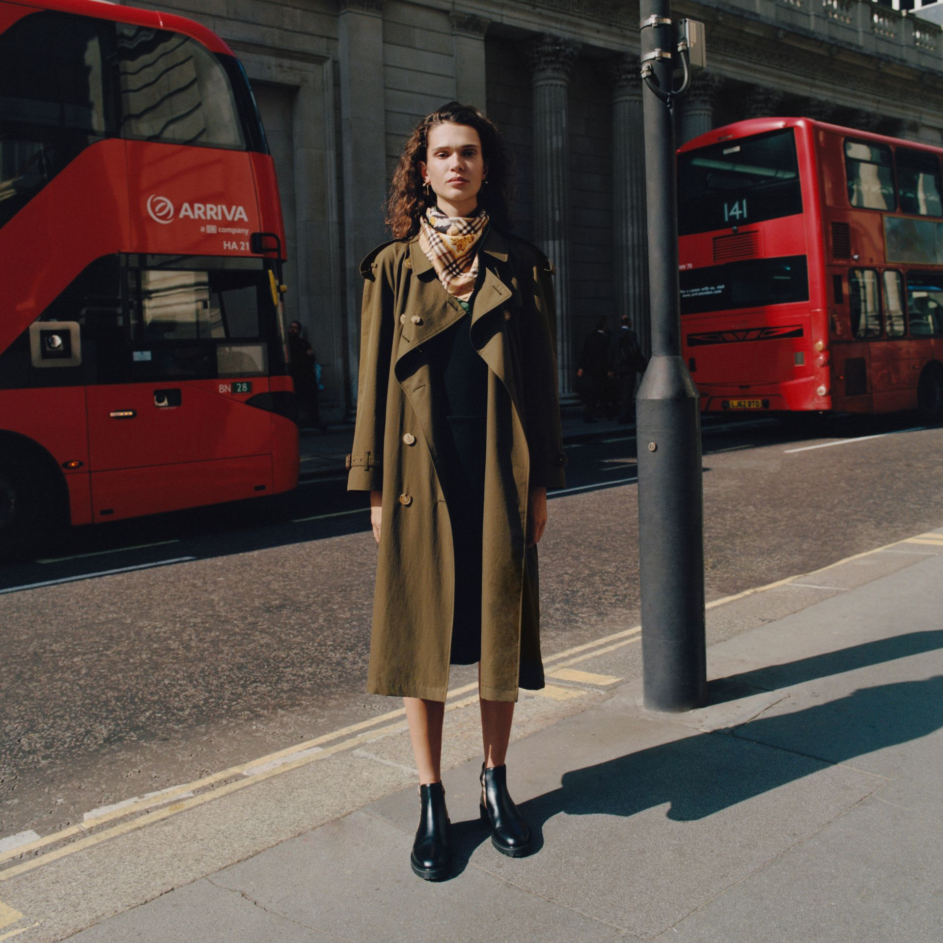 The Westminster – Trench Heritage long (Kaki Militaire Foncé) - Femme | Burberry Canada - photo de la galerie 1