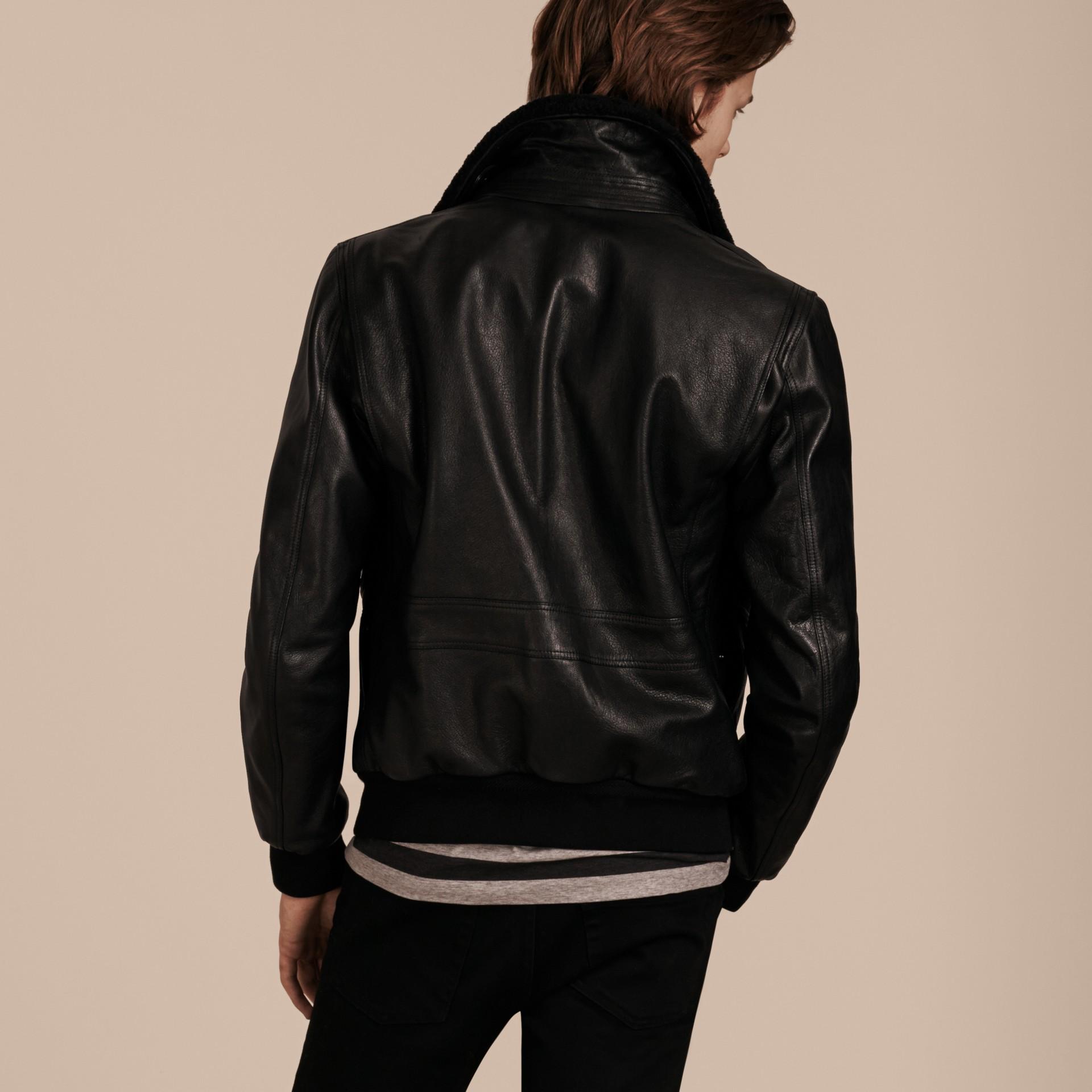 Noir Veste en cuir avec col en shearling amovible - photo de la galerie 3