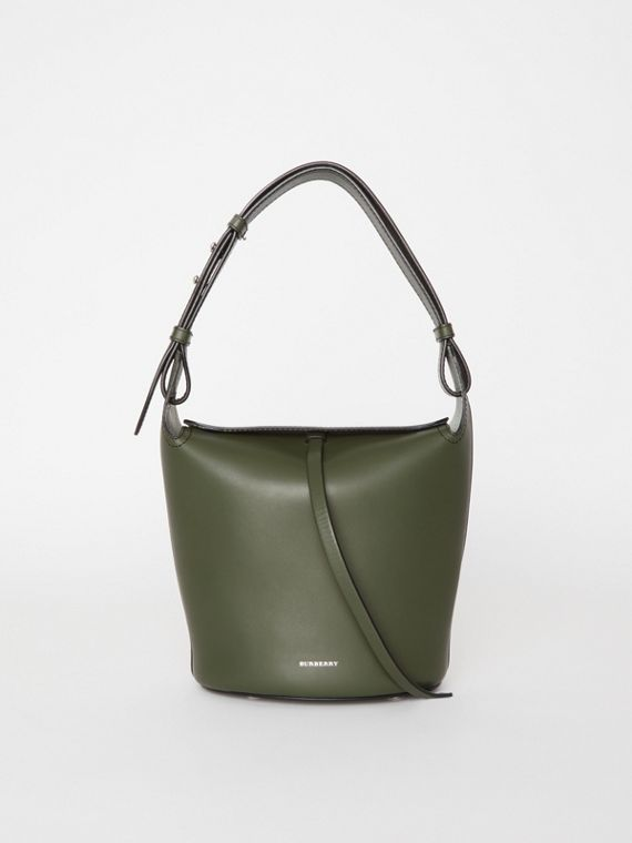 The Small Bucket Bag aus Leder (Dunkles Olivfarben)