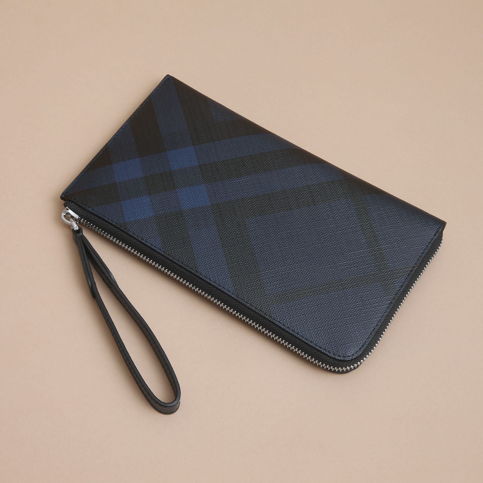London Check Travel Wallet in Navy/black - gallery image 4