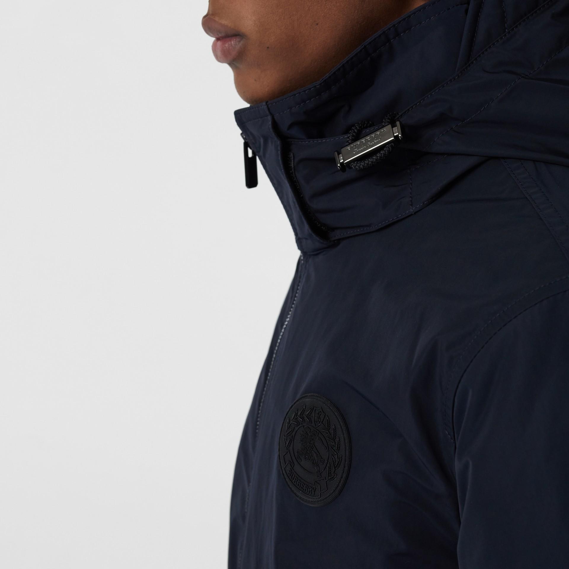 Veste en taffetas à mémoire de forme avec capuche repliable (Encre) - Homme | Burberry - photo de la galerie 3
