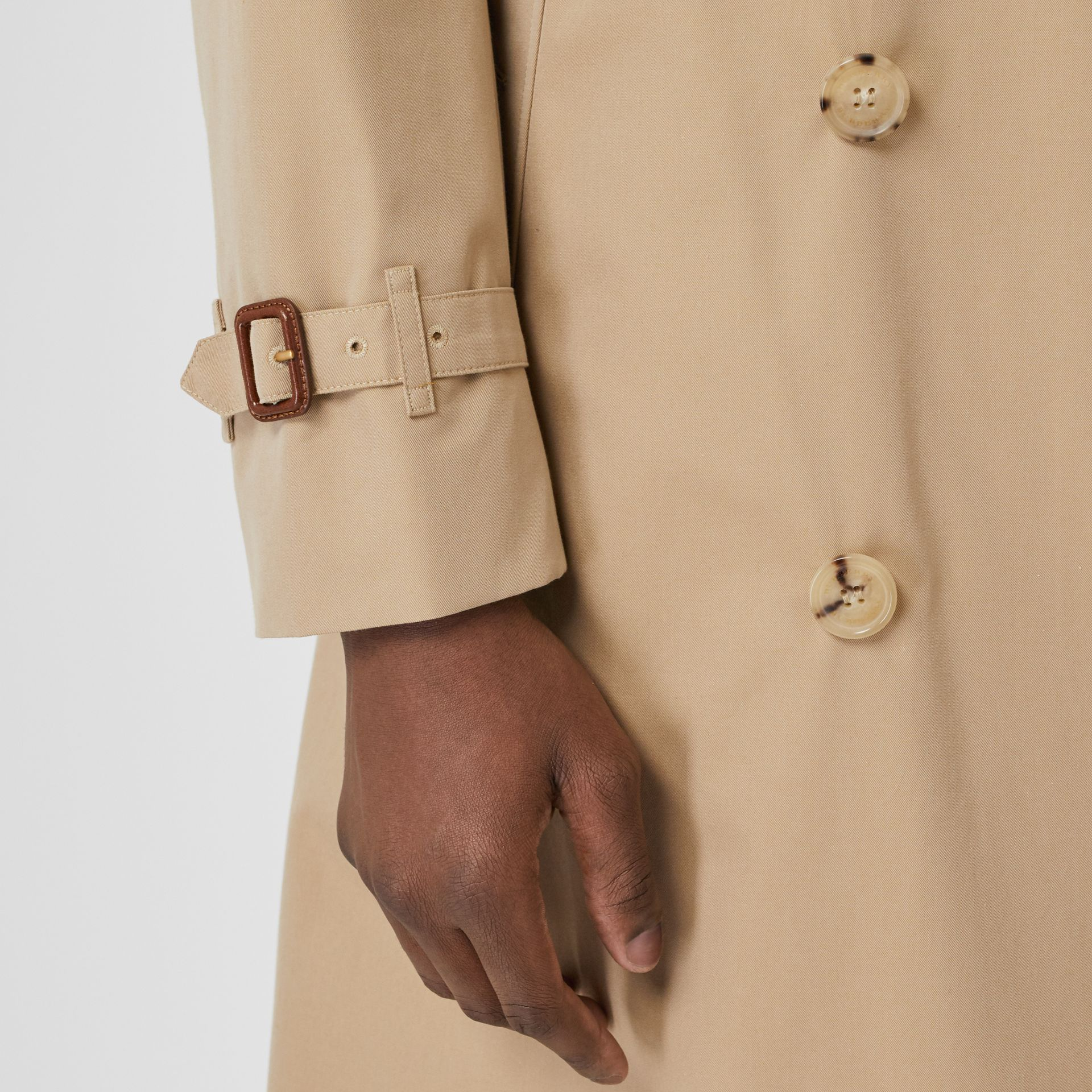 The Long Chelsea Heritage Trench Coat in Honey - Men | Burberry United Kingdom - gallery image 6
