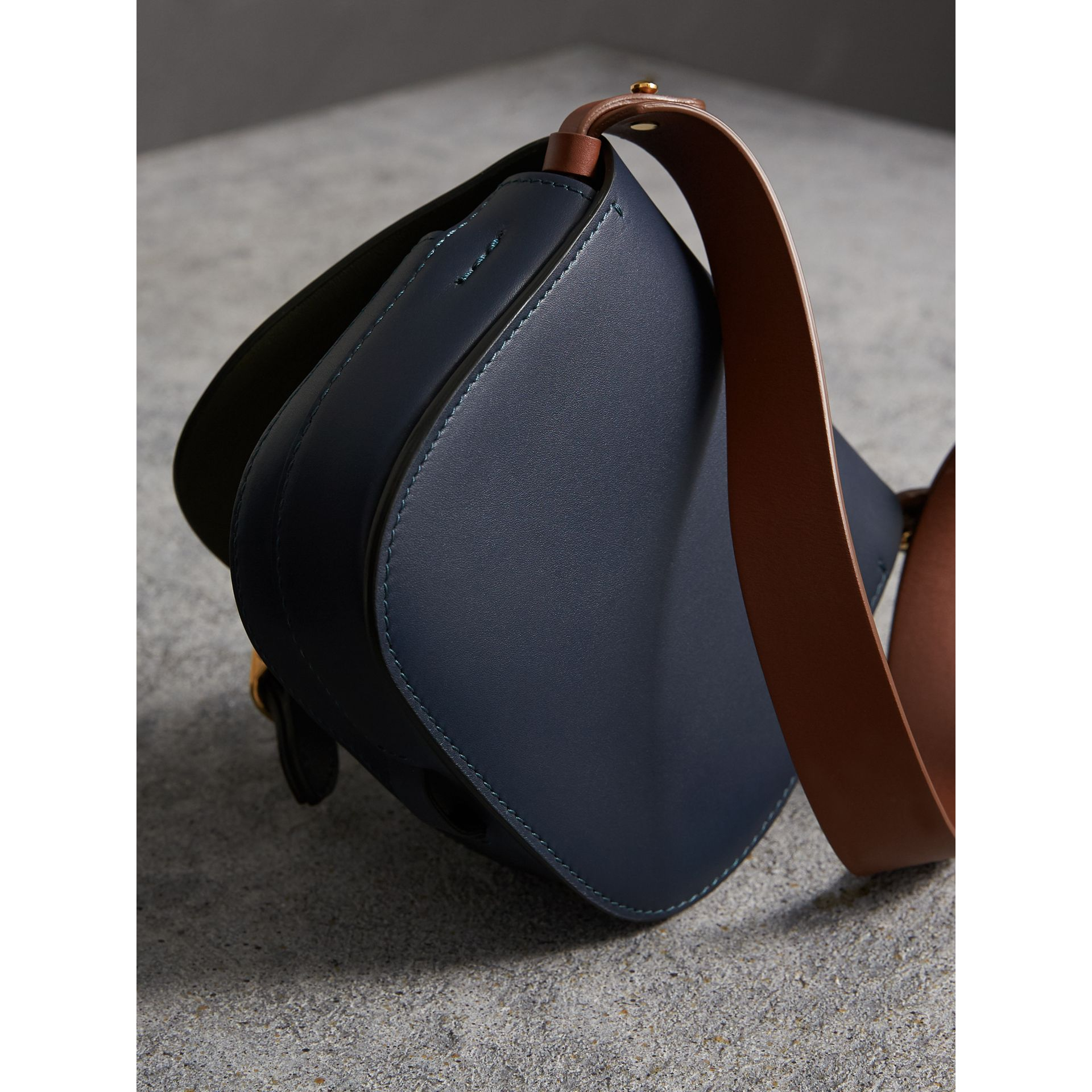 Sac The Satchel en cuir (Indigo) - Femme | Burberry - photo de la galerie 4