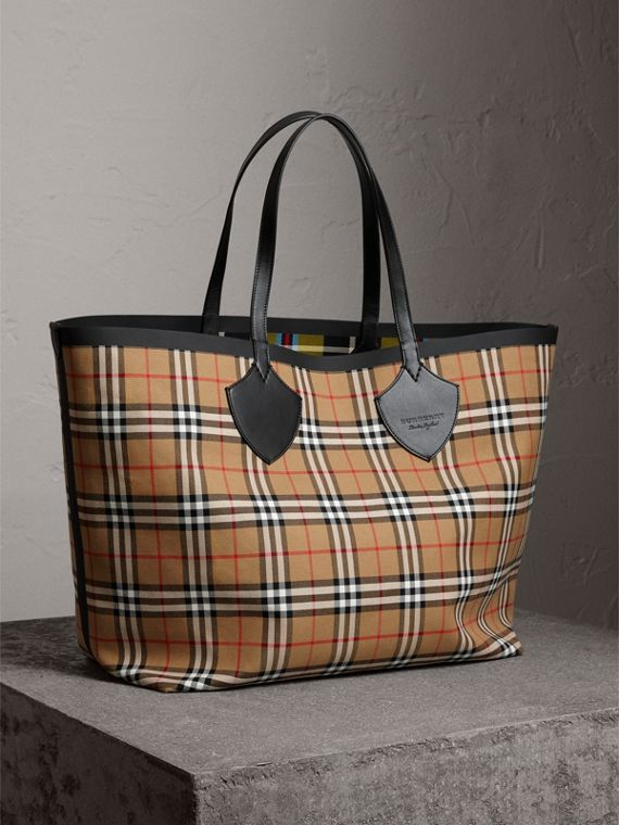 The Giant Reversible Tote in Vintage Check in Antique Yellow | Burberry United Kingdom - cell image 3