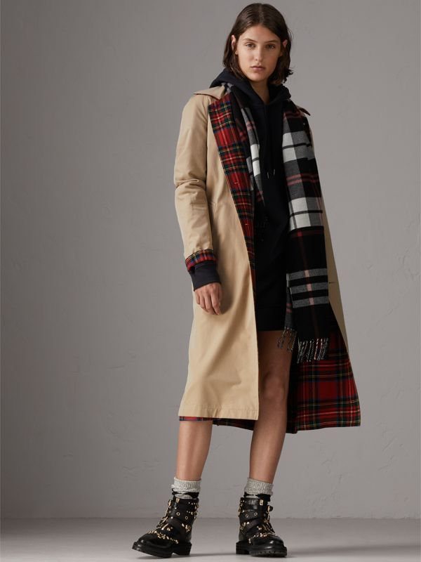 Check Merino Wool Scarf in Black | Burberry United Kingdom - cell image 2