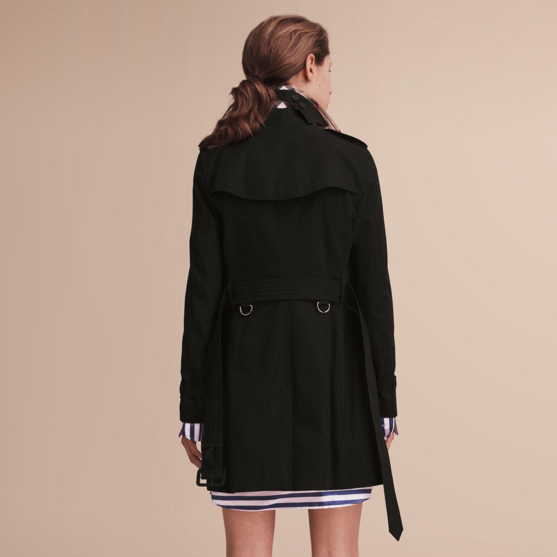 The Kensington – Mid-Length Heritage Trench Coat in Black - Women | Burberry - gallery image 3