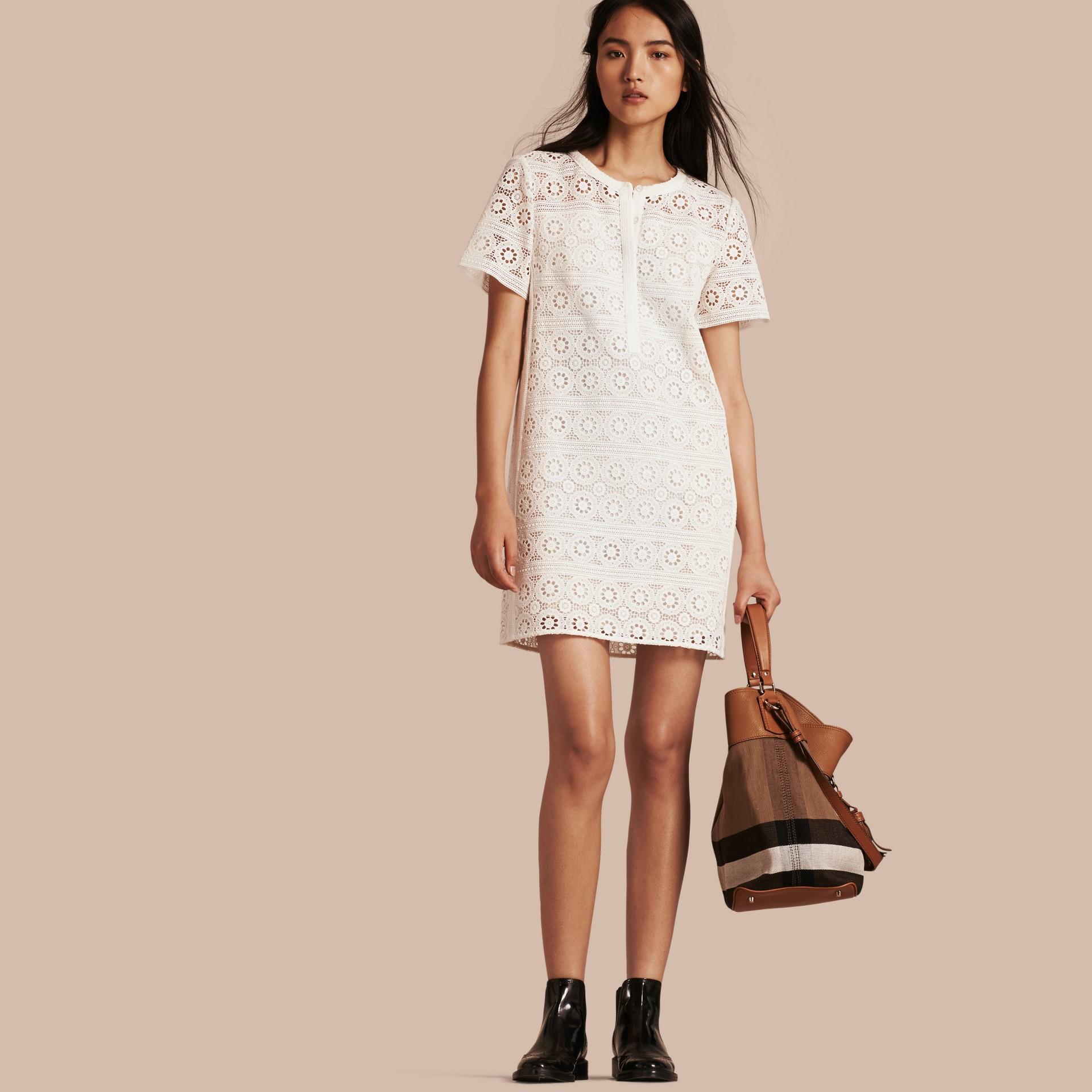 Branco natural Vestido camisa de renda de algodão - galeria de imagens 1