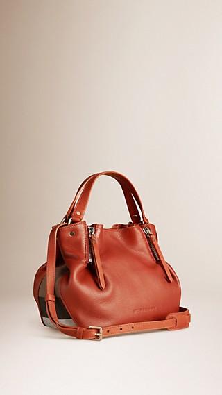 Kleine Lederhenkeltasche mit Check-Detail