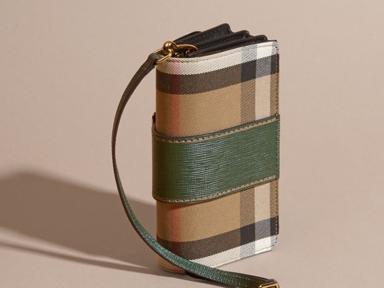 The Small Buckle Bag in House Check and Leather in Kelly Green/kelly Green - Women | Burberry Canada - cell image 4