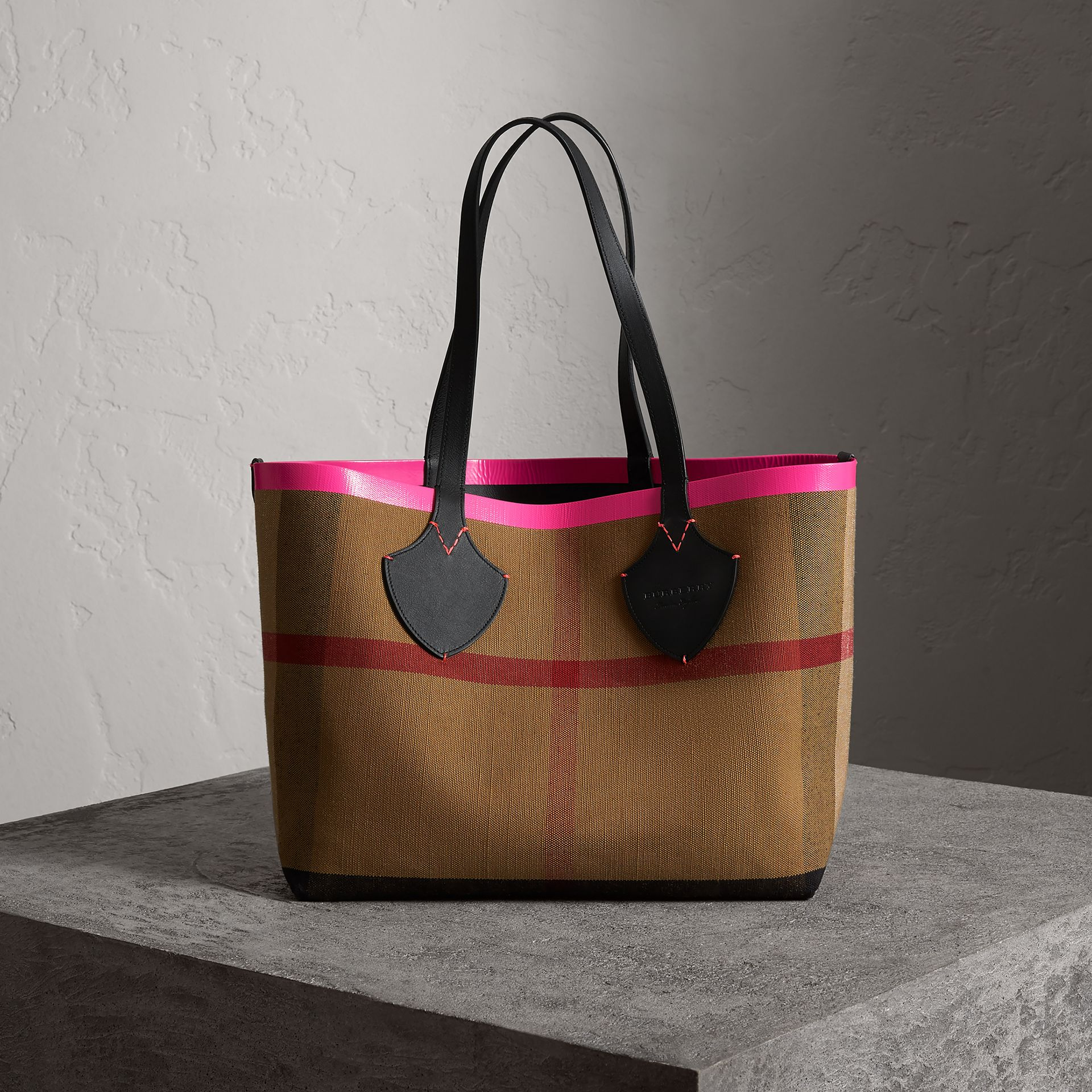 The Medium Giant Reversible Tote in Canvas and Leather in Black/neon Pink | Burberry - gallery image 0