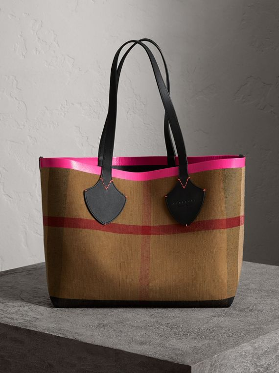 The Medium Giant Tote im wendbaren Design aus Canvas und Leder (Schwarz/neonpink)