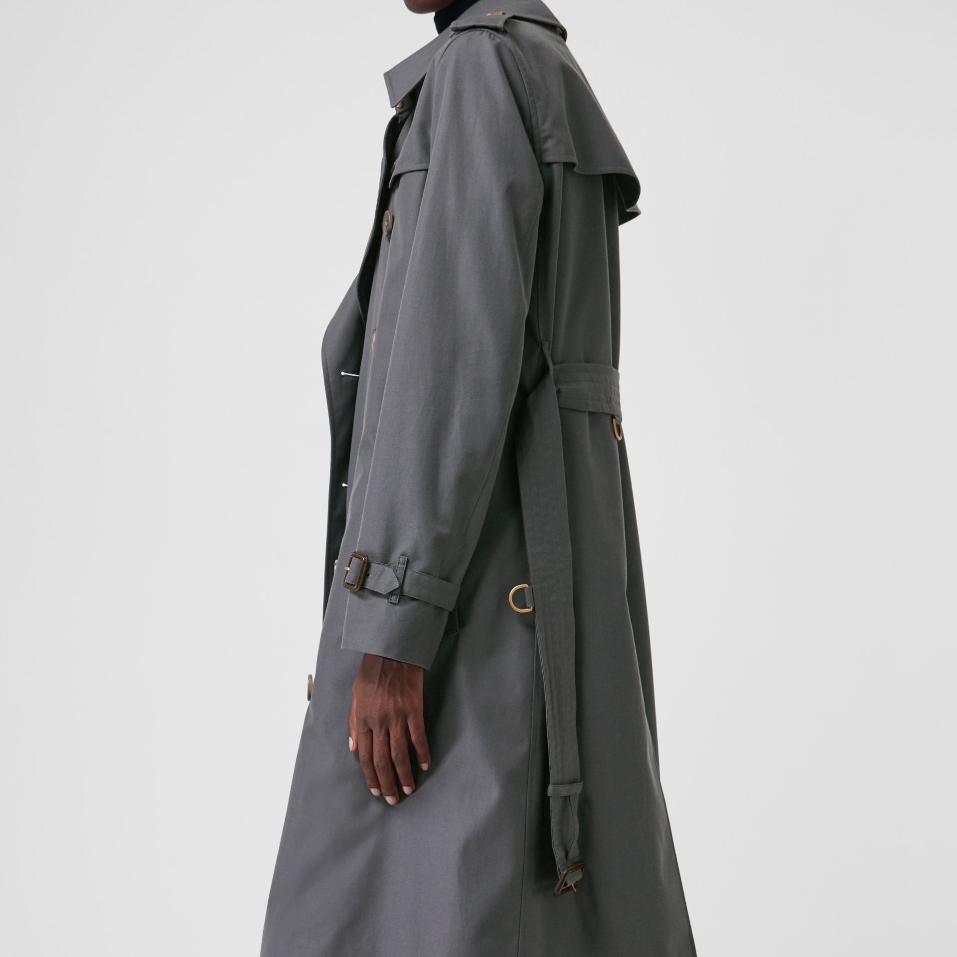 The Long Kensington Heritage Trench Coat in Mid Grey - Women | Burberry United Kingdom - gallery image 5