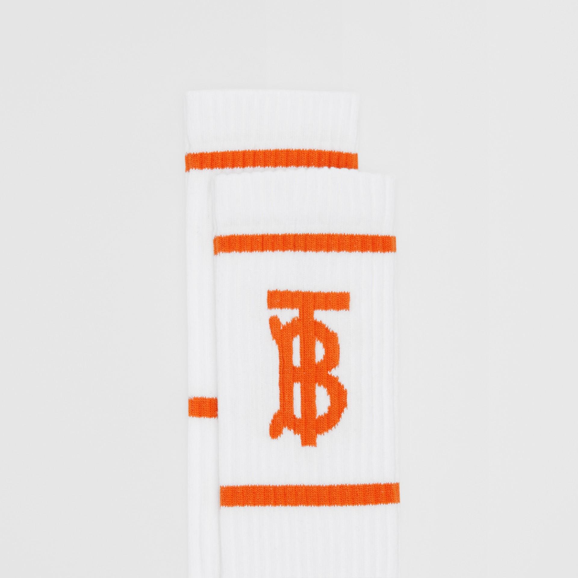 Calzini con motivo monogramma a intarsio (Bianco/arancio) | Burberry - immagine della galleria 1