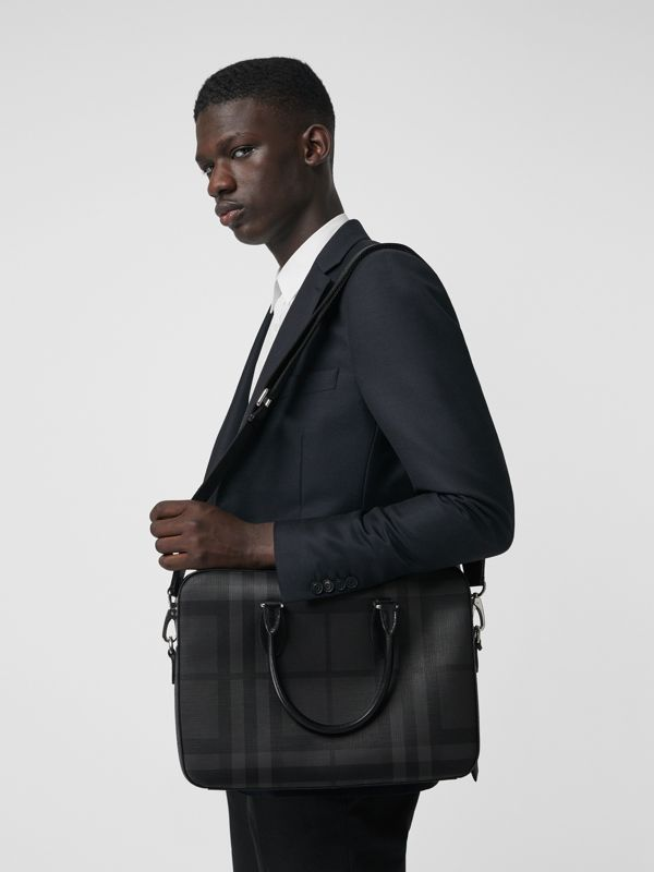 Pasta Barrow slim com estampa London Check (Grafite/preto) - Homens | Burberry - cell image 3