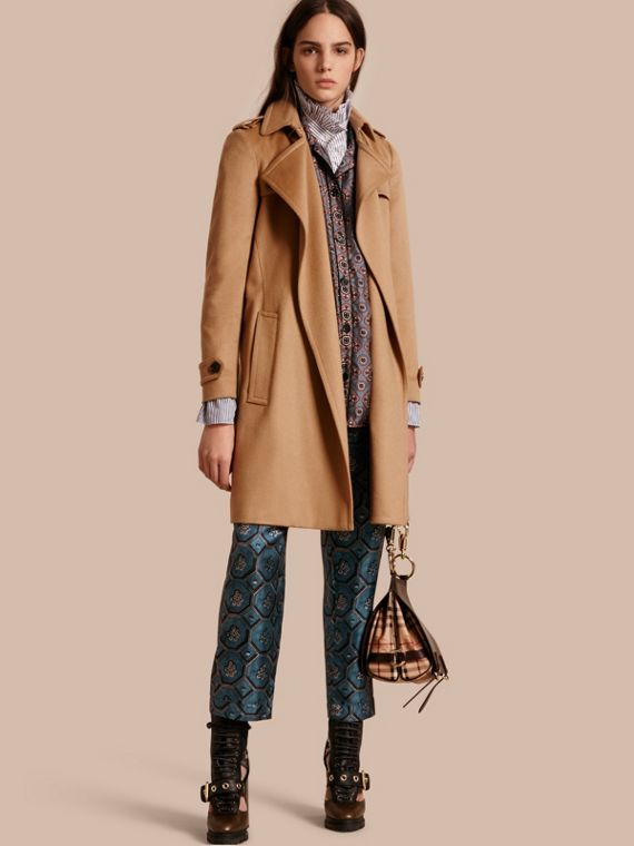 Trench coat a scialle in cashmere Cammello