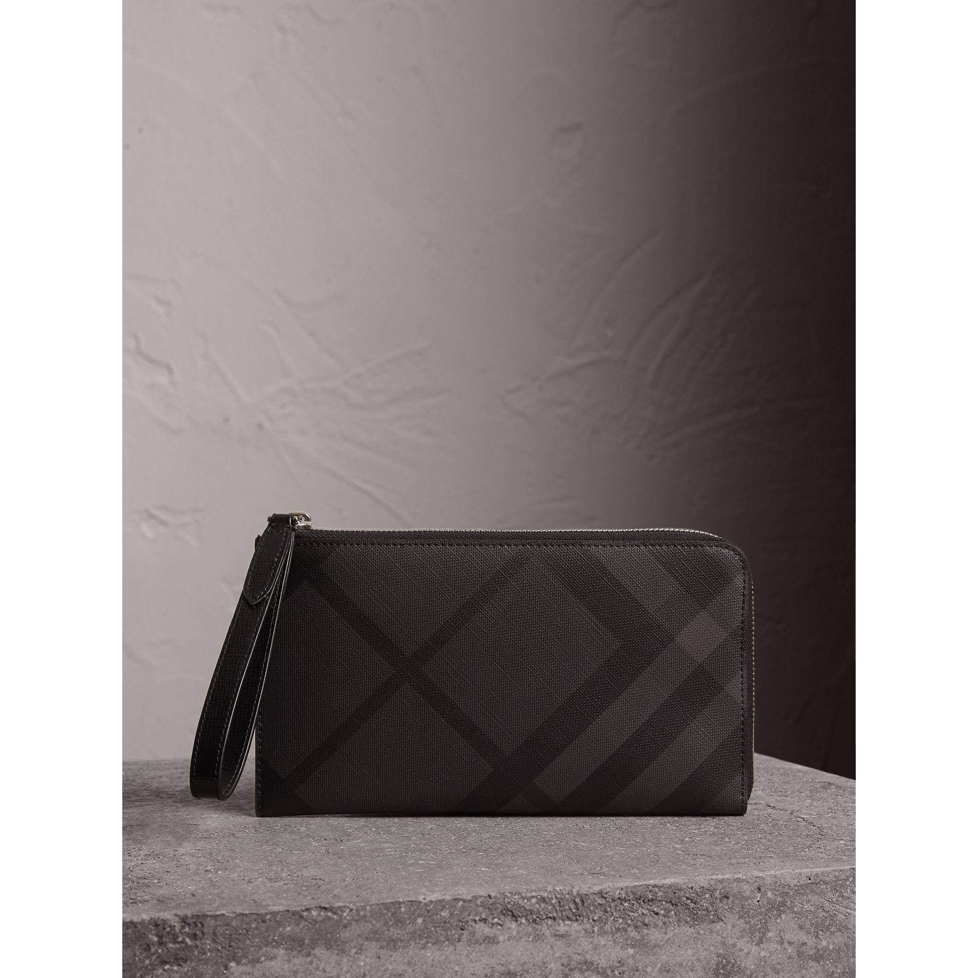 London Check Travel Wallet in Charcoal/black - Men | Burberry Hong Kong - gallery image 5