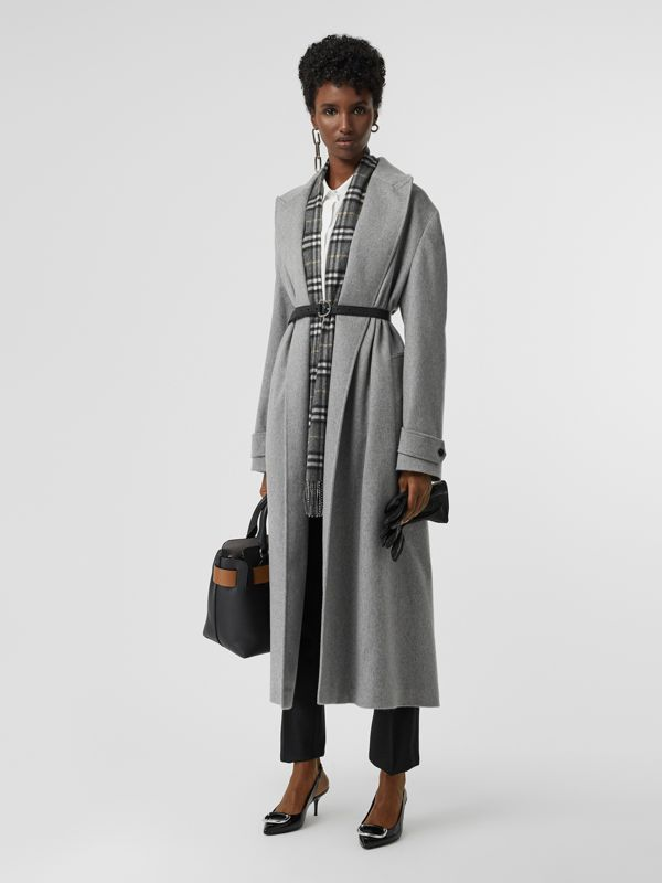 The Classic Vintage Check Cashmere Scarf in Pewter Grey | Burberry United Kingdom - cell image 2