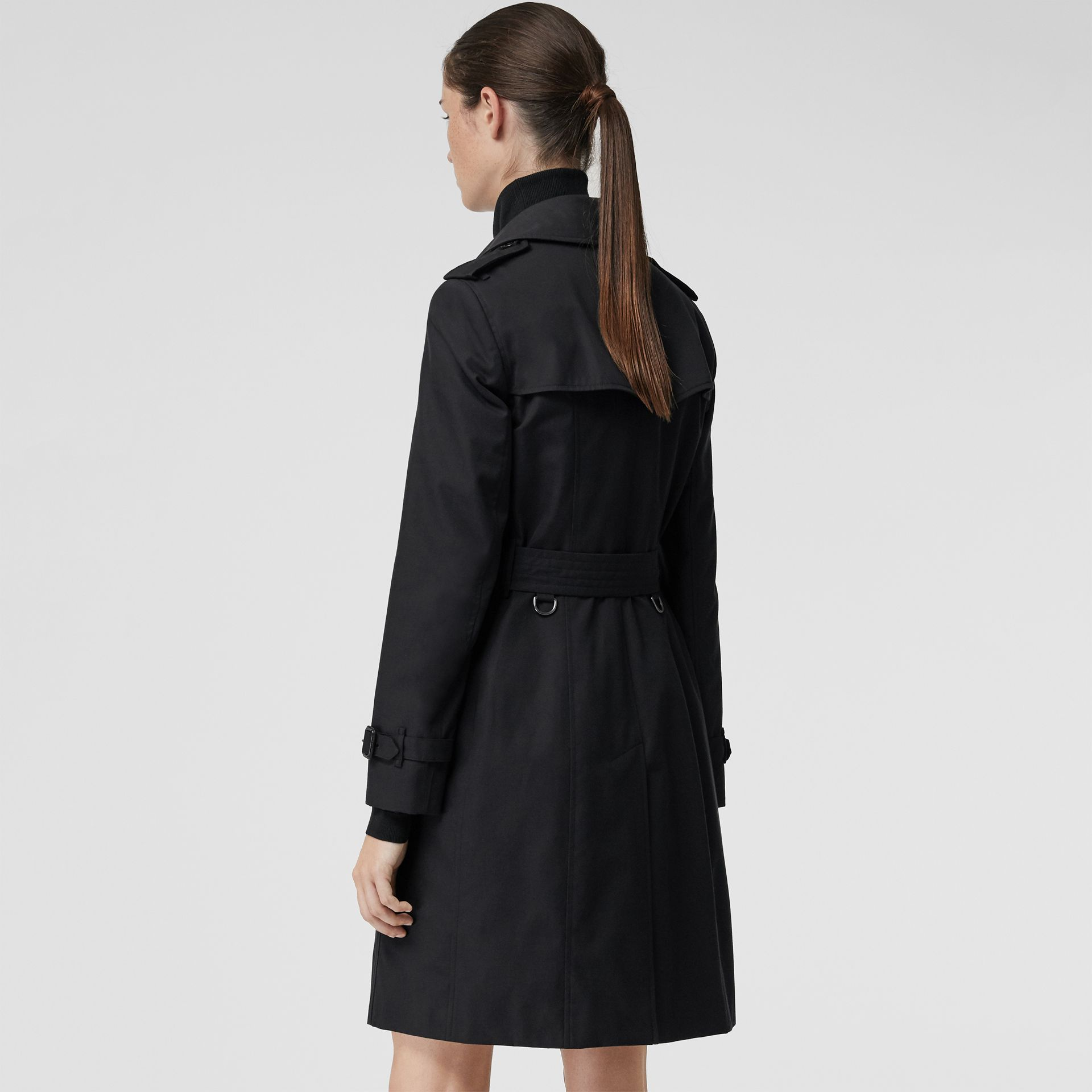 The Chelsea Heritage Trench Coat in Midnight - Women | Burberry Singapore - gallery image 2