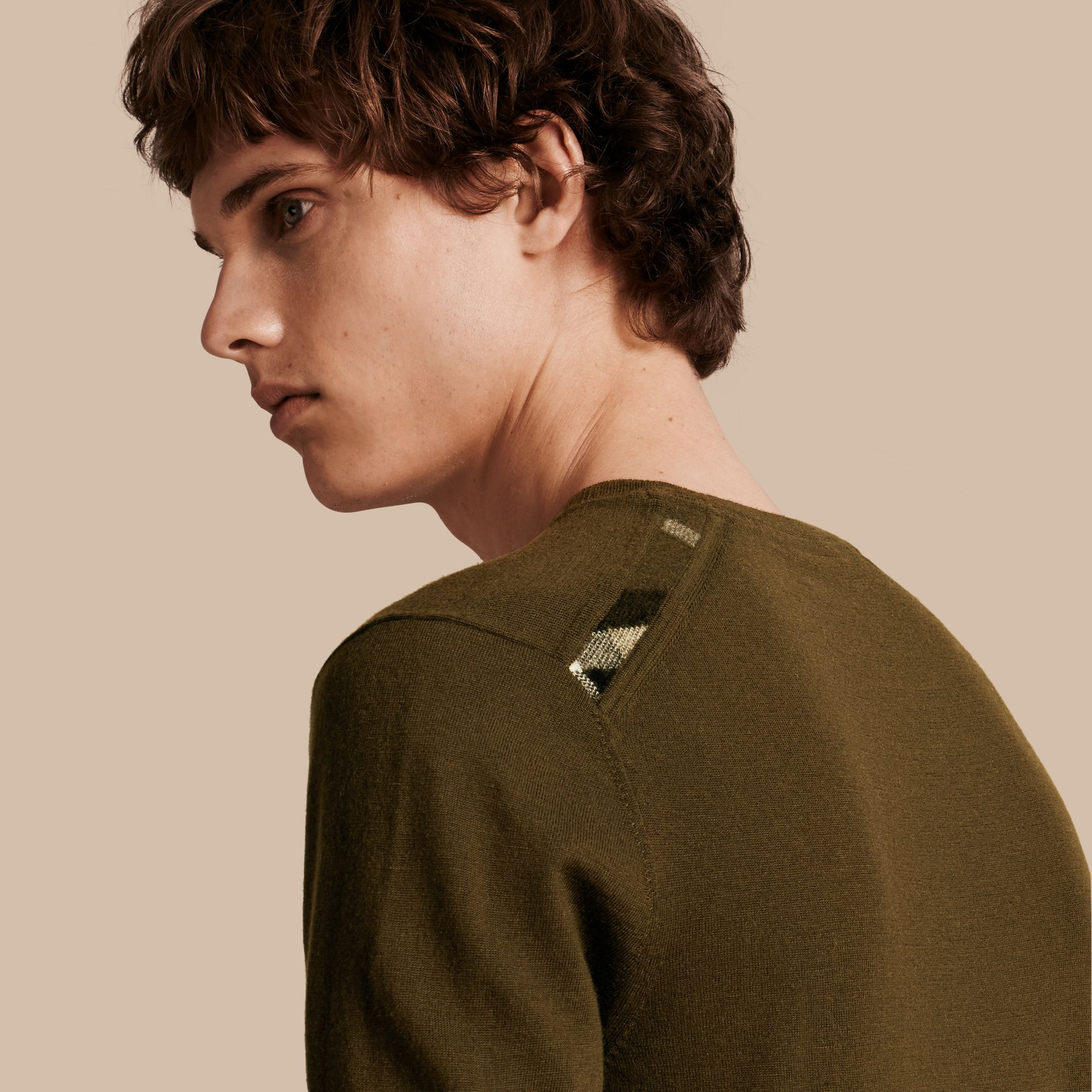 Military olive Lightweight Crew Neck Cashmere Sweater with Check Trim Military Olive - gallery image 1