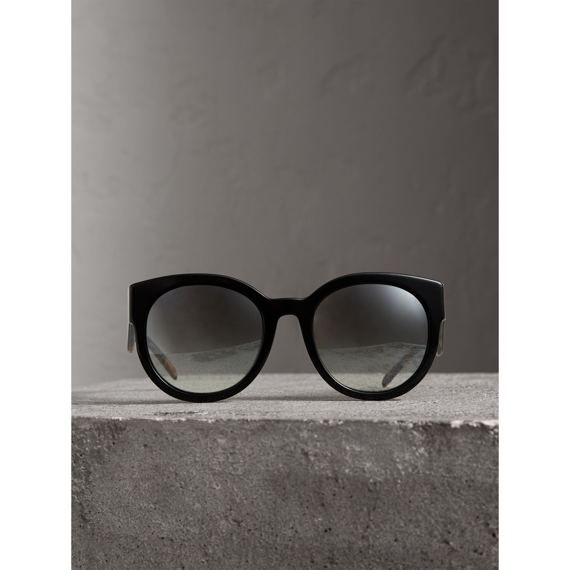 Round Frame Sunglasses in Black - Women | Burberry Singapore - gallery image 3