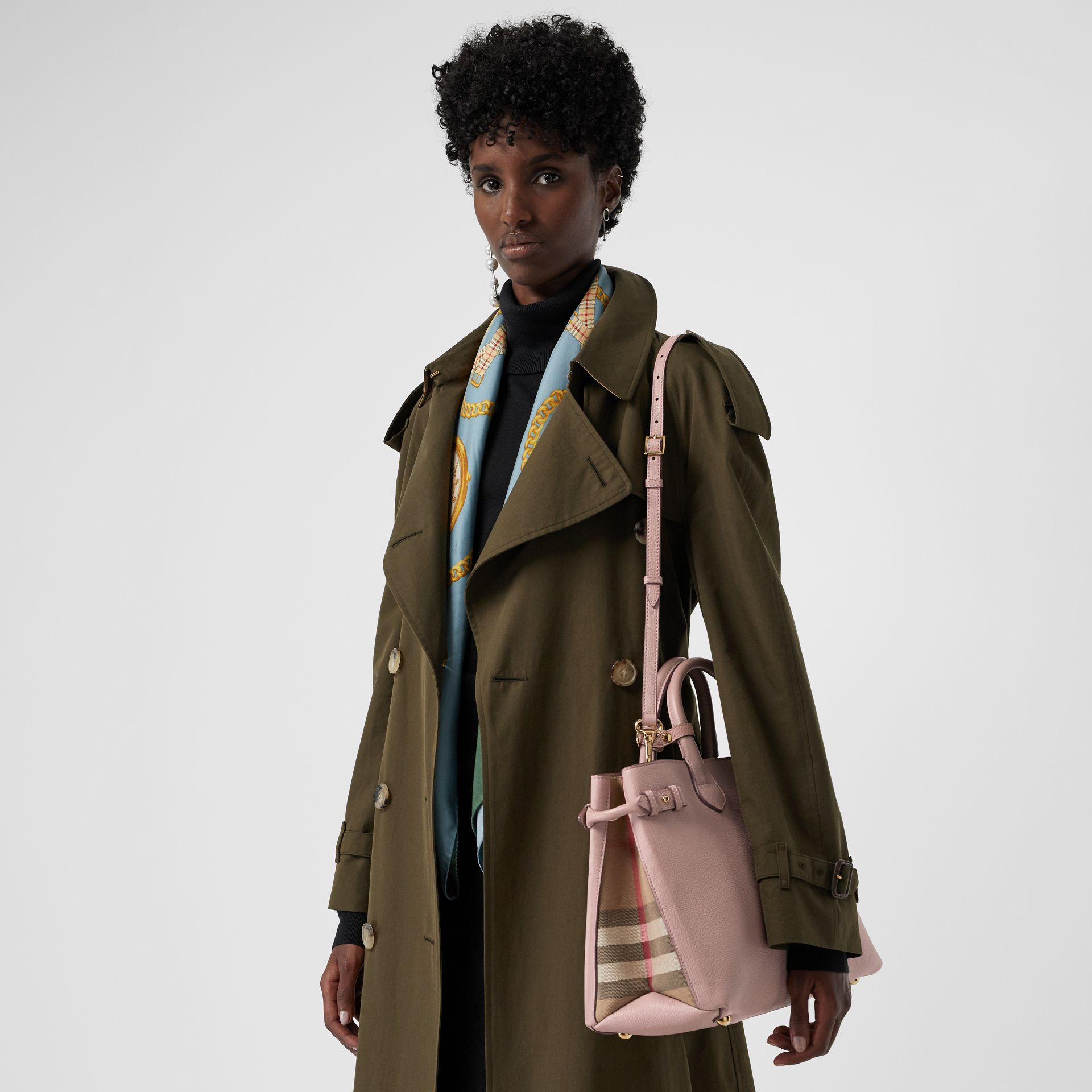 The Medium Banner in Leather and House Check in Pale Orchid - Women | Burberry United Kingdom - gallery image 3