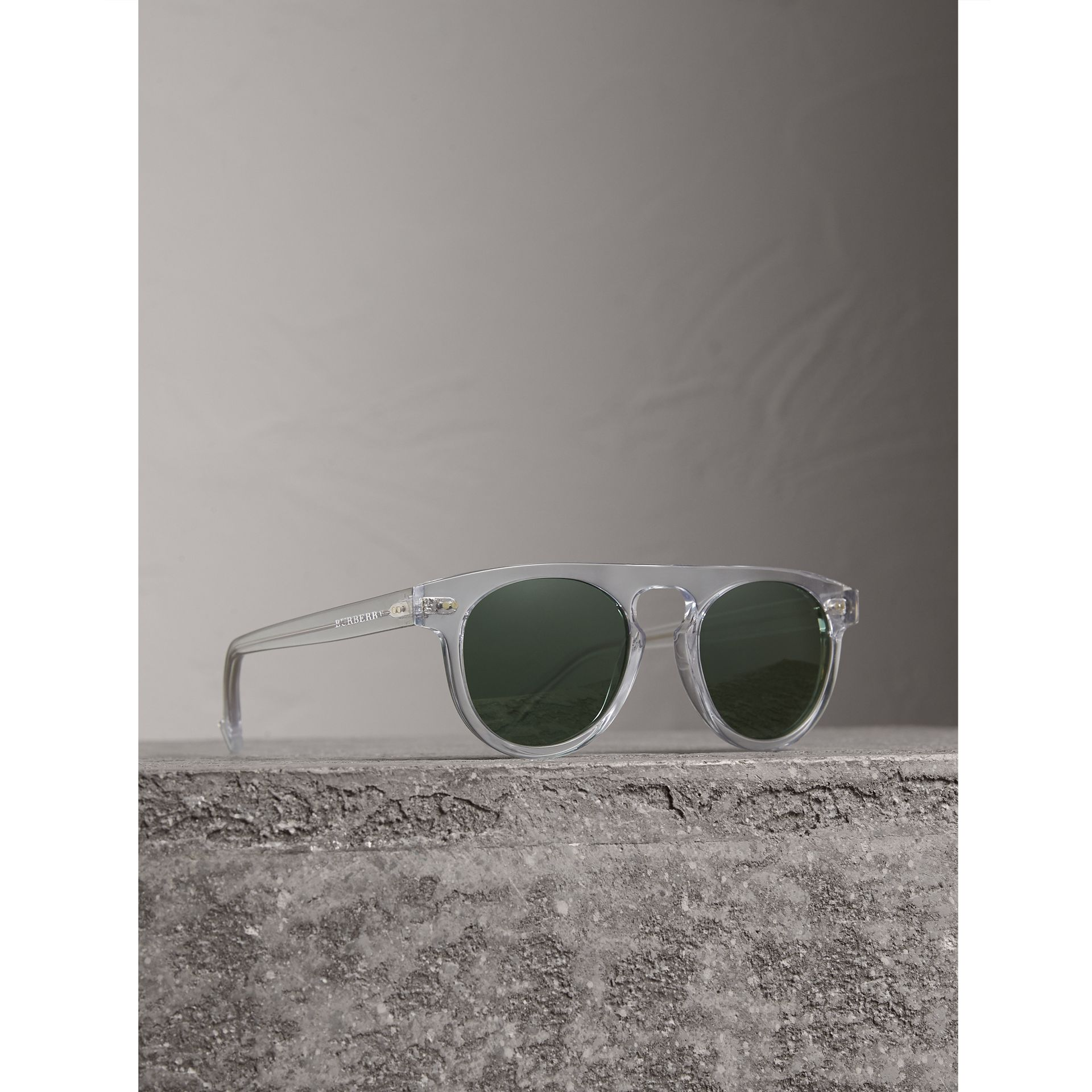 The Keyhole Round Frame Sunglasses in Crystal/green | Burberry Australia - gallery image 0