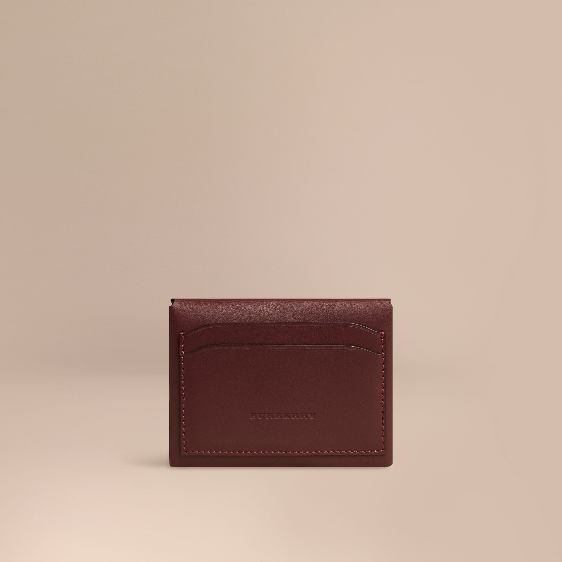 Porte monnaie en cuir bordeaux intense burberry for Porte 15 bordeaux