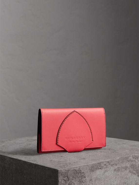 Brieftasche im Kontinentalformat aus Leder in Zweitonoptik (Pfingstrosenfarben)