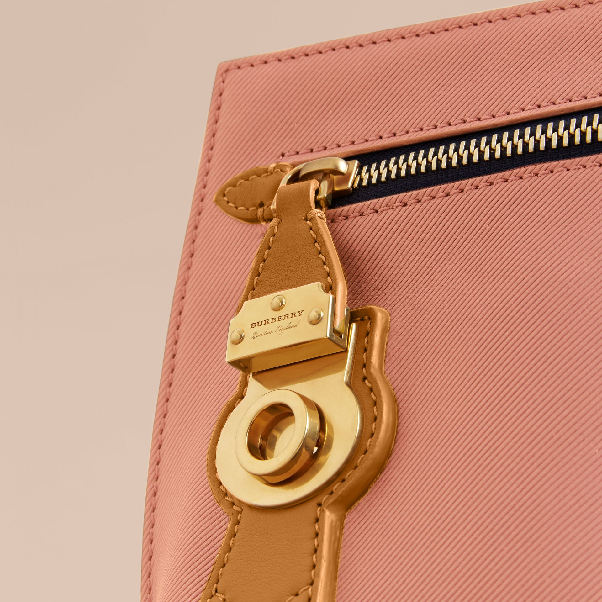 Two-tone Trench Leather Wristlet Pouch Ash Rose/pale Clementine - gallery image 2