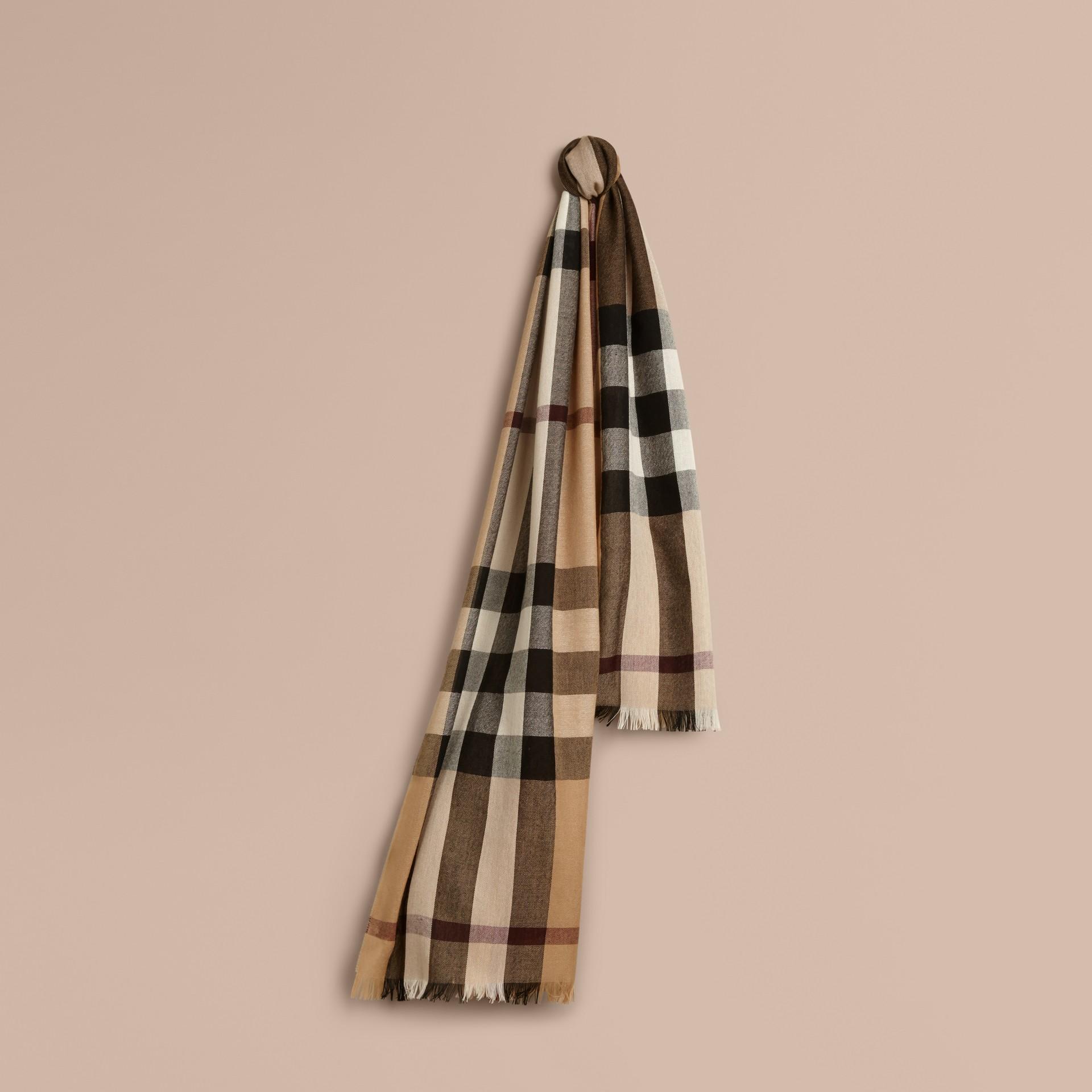 Cammello Sciarpa leggera in lana e cashmere con motivo check Cammello - immagine della galleria 1