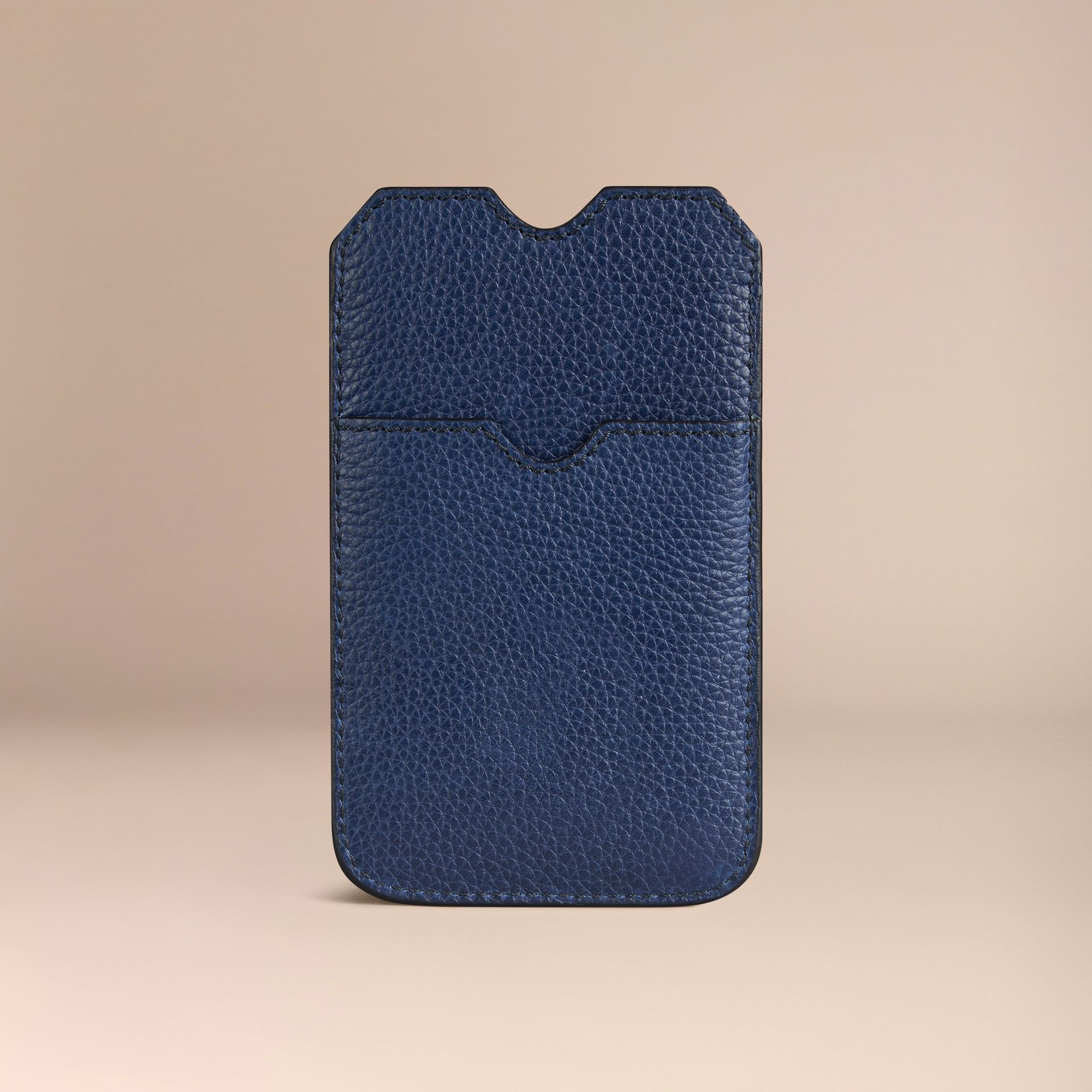 Custodia in pelle a grana per iPhone 5/5S (Navy Intenso) | Burberry - immagine della galleria 2