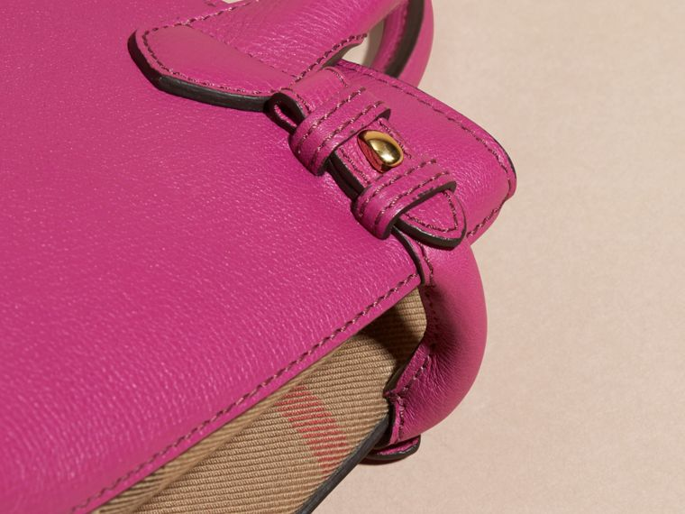Fucsia brillante Borsa The Baby Banner in pelle con motivo House check Fucsia Brillante - cell image 1