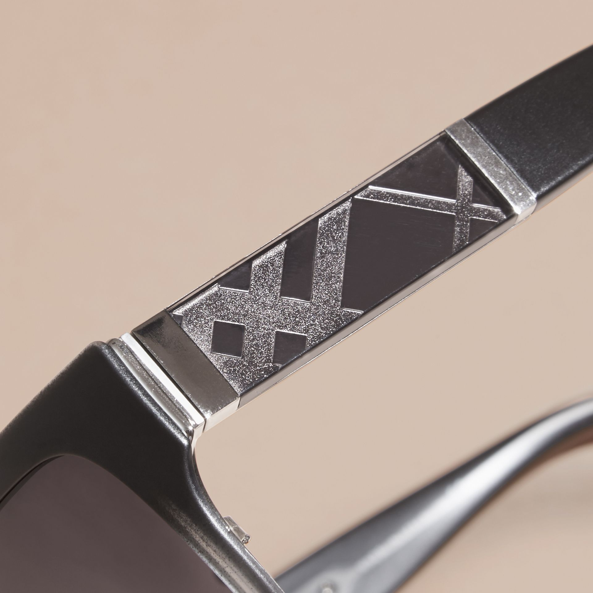 Check Detail Round Cat-eye Sunglasses Black - gallery image 2